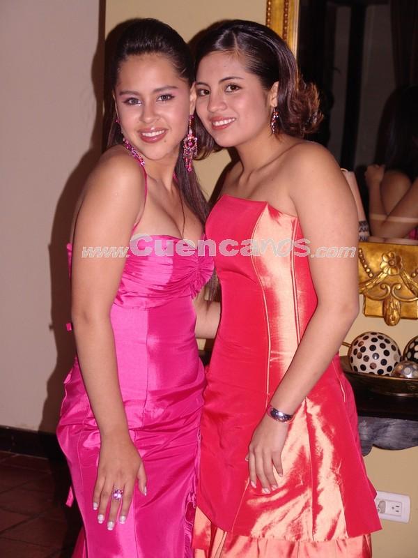 Carolina Ortiz y Daniela Narvaez .- Estuvieron presentes en la recepción ofrecida en Jardines de San Joaquin por la boda de Gustavo Maldonado y Gabriela Dumas.