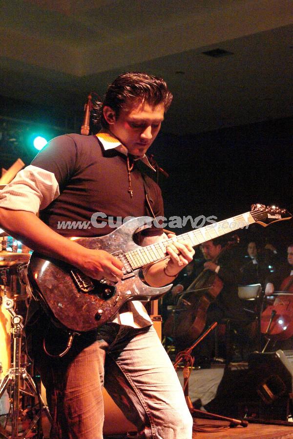 """Dharma .- Uno de los guitarristas de la agrupación cuencana, Dharma, autores de los éxitos """"El Amor"""" y """"K-mote"""""""