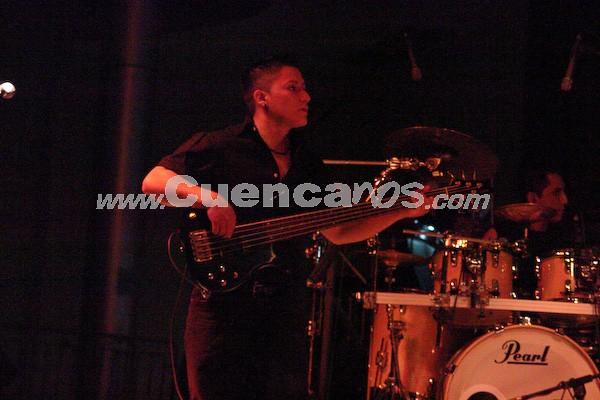 Jethzabel .- Jethzabel está formado por: Christian Quizhpe, Bajo; Henry Quizhpe, Guitarra; Jhoffre Mora, Teclados; Patricio Mora, Violín; Boris Criollo, Bateria y Adrián Calle, Voz.