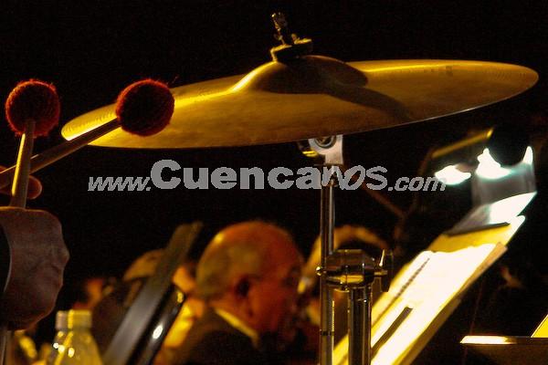Orquesta Sinfónica de Cuenca .- La Orquesta Sinfónica de Cuenca, dirigida por el prestigioso músico ecuatoriano Patricio Álvarez, acompaño a todos los artistas cuencanos. Con su presencia en este concierto se dio contraste perfecto de la música sinfónica con el Rock;, creando así una fusión musical que todo el publico presente la disfruto.