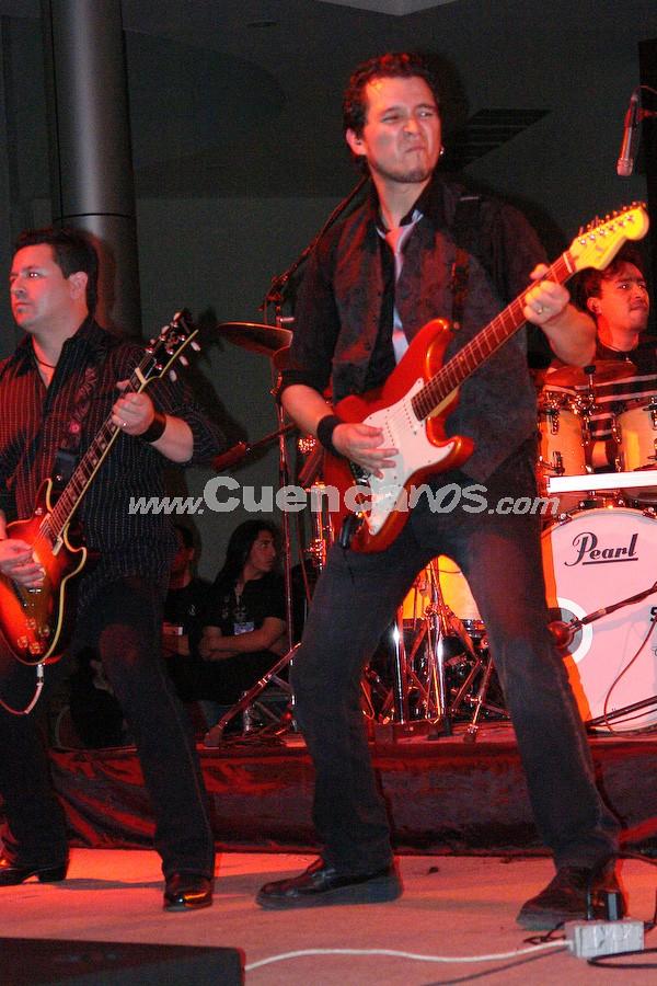 Bajo Sueños .- Bajo Sueños es una banda conformada en Cuenca en 1991. Sus integrantes son: Mauricio Calle, Guitarra, Líder y Voz; Xavier Solis, Guitarra Rítmica y Coros; Fernando Ordoñez, Bajo; Christias Flores; Batería y Coros.
