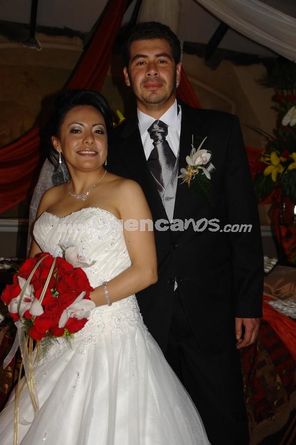 Verónica Portilla y Rolando Zambrano .- Los novios en la recepción ofrecida por su boda en Jardines de San Joaquín