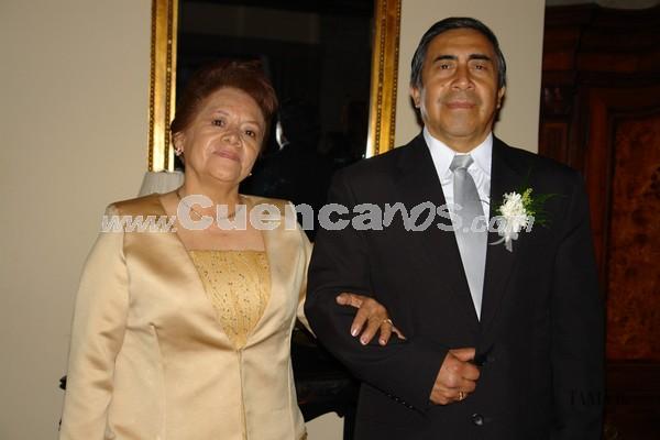 Tarjelia Peña y Orlando Portilla .- Familiares y amigos de Verónica Portilla y Rolando Zambrano, estuvieron presentes en la recepción por su boda en Jardines de San Joaquín.