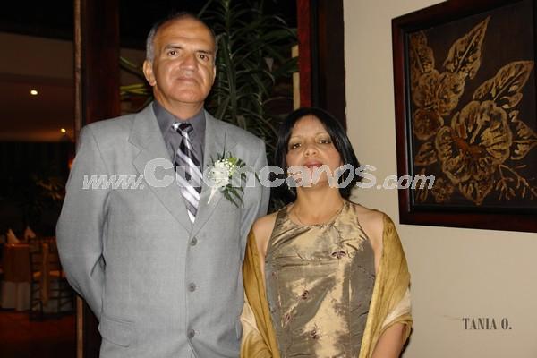 Rubén Auquilla y Sonia Clavijo .- Familiares y amigos de Verónica Portilla y Rolando Zambrano, estuvieron presentes en la recepción por su boda en Jardines de San Joaquín.
