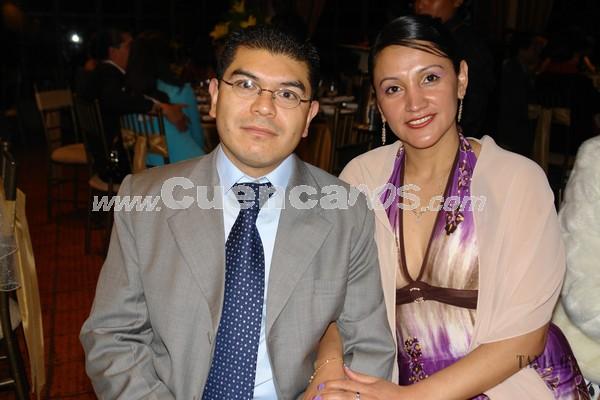 Felipe Tapia y Flor Mora .- Familiares y amigos de Verónica Portilla y Rolando Zambrano, estuvieron presentes en la recepción por su boda en Jardines de San Joaquín.