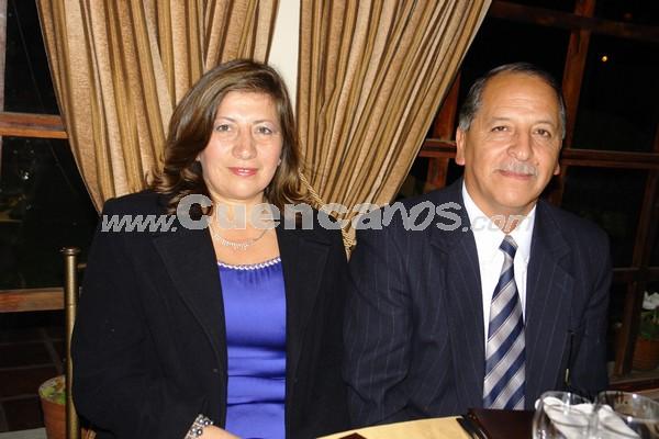 Betty Luna y Bolívar Ávila .- Familiares y amigos de Verónica Portilla y Rolando Zambrano, estuvieron presentes en la recepción por su boda en Jardines de San Joaquín.