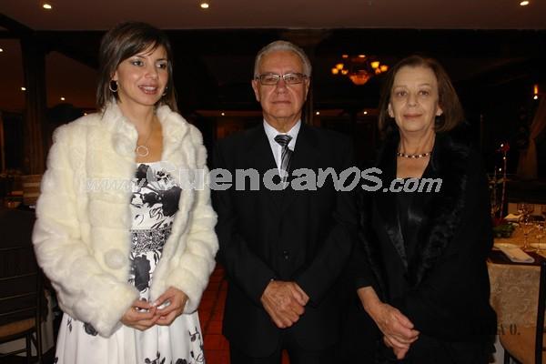 Cristina Moreno, Mauricio Moscoso y Sra. .- Familiares y amigos de Verónica Portilla y Rolando Zambrano, estuvieron presentes en la recepción por su boda en Jardines de San Joaquín.