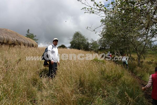 Caminata al Bosque de Aguarongo .- Caminata a Aguarongo por www.Cuencanos.com. El Domingo 14 de Diciembre del 2008 el Equipo de www.Cuencanos.com se unió al club de alpinismo Sangay para realizar una caminata en el bosque de Aguarongo situado entre los cantones de Sigsi Paute y Gualaceo de la provincia del Azuay. En esta aventura que duro aproximadamente 7 horas se estima que caminamos como 24 Kilómetros pude tomar muchas fotografías.