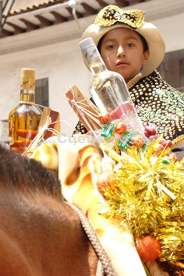 Pase del Niño Viajero 2008 .- Estos desfiles del Pase del Niño, que cuentan con la participación masiva de las clases populares y el campesinado, son organizados año a año en la ciudad y en los pueblos aledaños. Se inician el primer domingo de adviento  y terminan el martes de carnaval. Todos los preparativos son realizados con mucha anticipación por priostes y mantenedores. Los primeros son las personas que auspician social y económicamente el evento y son elegidos cada año, de acuerdo a circunstancias que pueden variar de pueblo a pueblo.