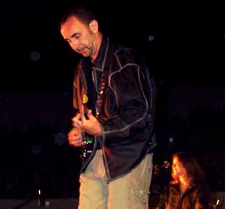 Concierto Pablo Herrera en Cuenca .- El Show en Cuenca estuvo lleno de romantisismo y emotividad sentimientos que tanto Pablo como sus músicos son expertos en realzar en el público que asiste a sus conciertos