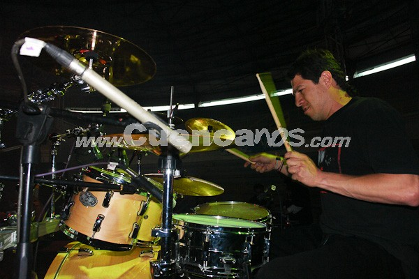 La Doble .- Esta agrupación de Rock cuencano esta integrada por: Reynel Alvarado, Bernardo Zamora, Javier Calle y Paúl Arce.