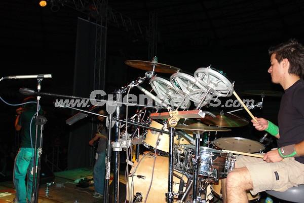 La Doña .- La Doña, una agrupación de Rock cuencano esta integrado por: Juvenal Ortiz, José Quinteros Santiago Muñoz y Christian Tenorio.