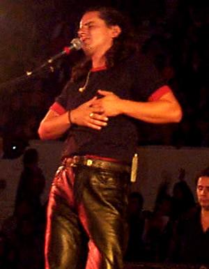 Concierto Pablo Herrera en Cuenca .- 'El sexto trabajo musical de Pablo 'Yo voy Contigo' es un álbum de gran emotividad, muy romántico, con especial sencibilidaden sus letras, melodías y arreglos.'