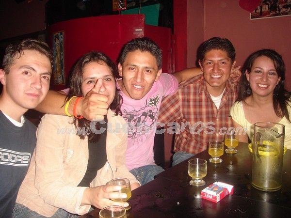 Farreando en Copacabana .- Siper contentos vemos a Ricardo Jaramillo, Pamela Bravo, Freddy Carguacundo, Jaime Segarra y Verónica Ortiz