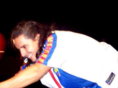 Concierto Pablo Herrera en Cuenca .- La gente ovacionó a Pablo Herrera cuando interpretó sus temas llevando puesto la camiseta de la selección del Ecuador