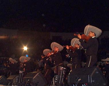 Concierto de Pedro Fernández en Cuenca .- El Mariachi subió al escenario anunciado la llegada de Pedro Fernández