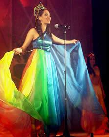 Elección Reina de Cuenca 2003 .- Verónica Tamaríz Espinoza, luciendo bella sobre el escenario