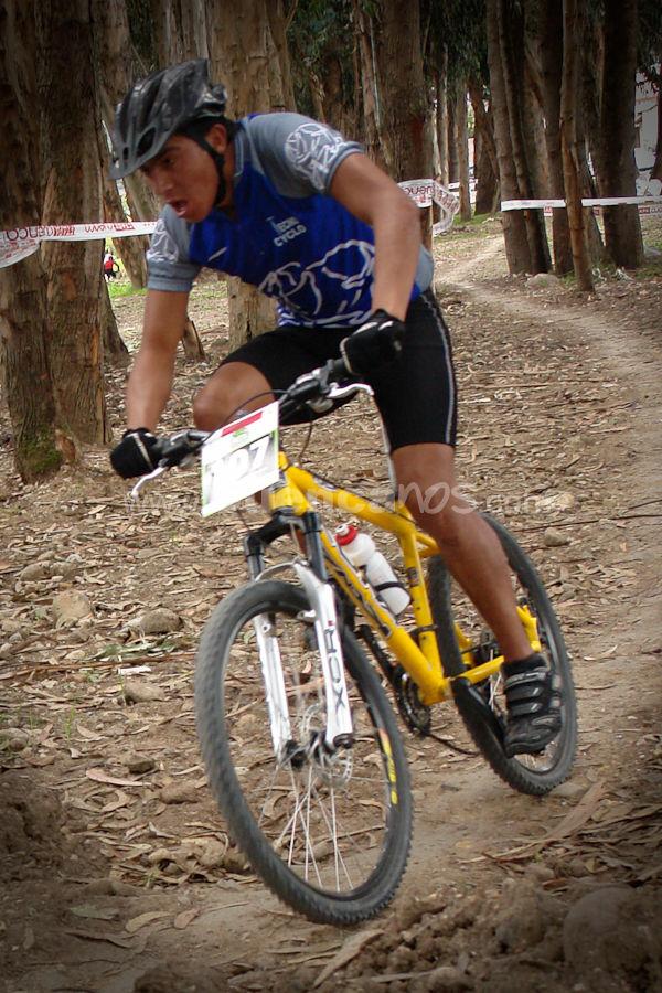 Cross Country Mountain Bike en Cuenca .- El Domingo 1 de Marzo del 2009 a pocos metros de los 3 se realizo la competencia del deporte conocido como Cross Country Mountain Bike, donde decenas de Ciclistas Cuencanos compartieron una mañana sana con sus familias siendo espectadores.