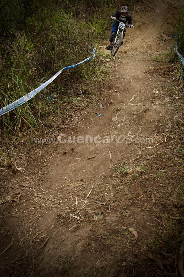 Downhill Mountain bike en Cuenca .- El Domingo 1 de Marzo del 2009 en Rayo Bike Park ubicado en el sector llamado Rayoloma frente al Hospital del Río se realizo la competencia del deporte conocido como Downhill Mountain Bike, donde decenas de intrépidos Ciclistas Cuencanos bajaban a toda velocidad empinadas pendientes buscando hacer el menor tiempo posible.