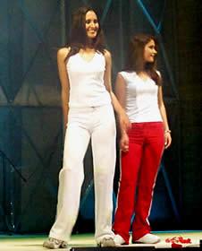 Elección Reina de Cuenca 2003 .- Verónica y Diana, dignas representantes de la belleza cuencana