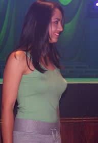 Elección Reina de Cuenca 2003 .- Si por casualidad alguien se quedó sin ver a Sandra, ella se encargó de que todo el público pudiera apreciar su belleza, bajando del escenario y demostrando porqué Cuenca se caracteriza por sus hermosas mujeres