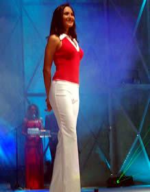 Elección Reina de Cuenca 2003 .- Verónica en su presentación en traje casual