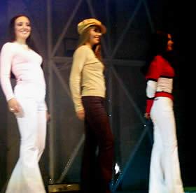 Elección Reina de Cuenca 2003 .- Angélica, Paola y Diana