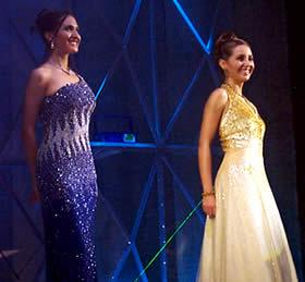 Elección Reina de Cuenca 2003 .- Verónica junto a Paola luciendo bellas en traje de gala