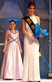Elección Reina de Cuenca 2003 .- La bella Diana González, resultó electa por sus compañeras Srta. Amistad, y además recibió el premio al rostro más fresco y juvenil