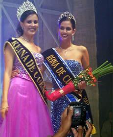 Elección Reina de Cuenca 2003 .- Dos dignas representantes de la belleza cuencana, María Victoria Arbeláez junto a la nueva reina de Cuenca Rebeca Flores