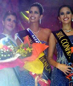 Elección Reina de Cuenca 2003 .- Juntas Diana González, Srta. Amistad, Rebeca Flores reina de Cuenca y Verónica Tamaríz Srta. Confraternidad