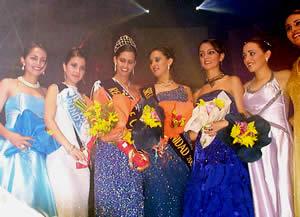 Elección Reina de Cuenca 2003 .- Las candidatas derrocharon belleza y elegancia durante la velada