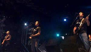 Concierto de Molotov en Cuenca .- Molotov ahora es conocido mundialmente y es sinónimo de una ácida crítica social, mezclada con diversión, pero también como una banda tan identificable al México actual como el tequila y la buena música.