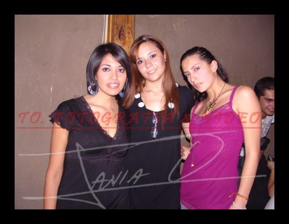 Farra en Loft por Fiestas de Cuenca 2008 .- María Belén Iglesias, Vicky Espinoza y Alexandra Saa