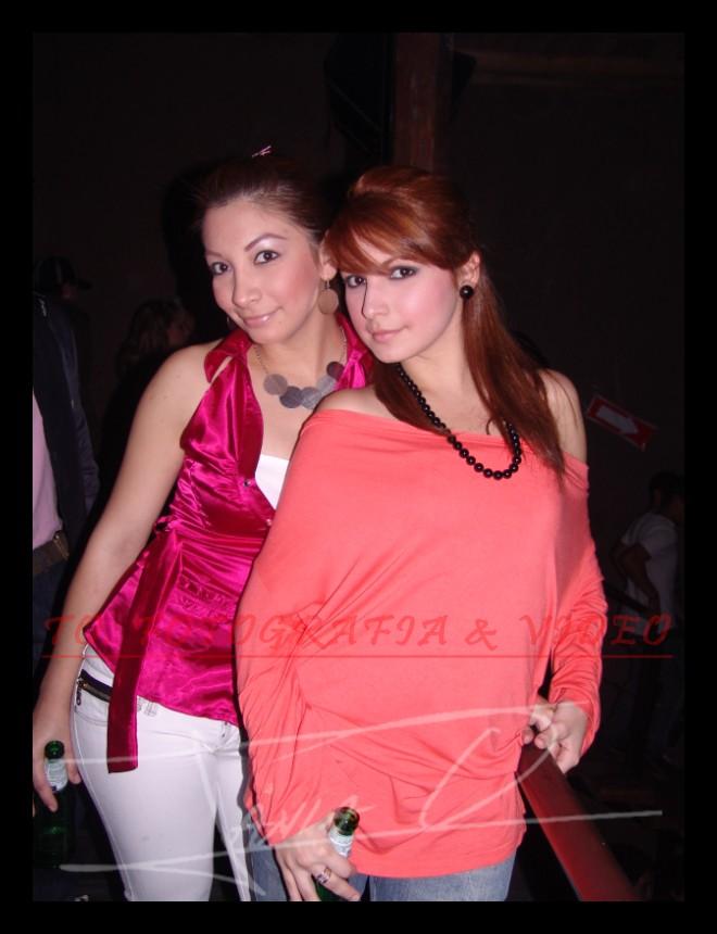 Farra en Loft por Fiestas de Cuenca 2008 .- Melisa Blacio y Nayu Loaiza