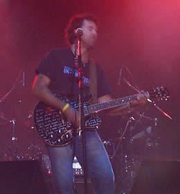 Concierto de Jarabe de Palo en Cuenca .- En el 2000 Jarabe presentó su segundo álbum de estudio llamado