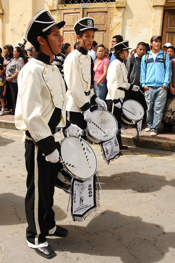 Colegio Benigno Malo 145 Años de Aniversario .- El Sabado 28 de Marzo del 2009 se realizo el 145 aniversario del colegio Benigno Malo donde cientos de exalumnos y promociones de este prestigioso colegio desfilo por las calles principales de la ciudad.