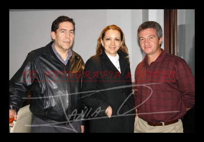 Cata de Whisky Johnnie Walker .- Roberto Cobos, Verónica Vintimilla y Petronio Peña