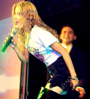 Presentación de Sharon en el Hilton .- Sharon empezó su carrera musical desde los 8 años
