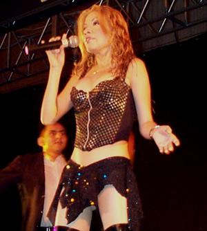 Presentación de Sharon en el Hilton .- 'Con el lanzamiento de su primer trabajo discográfico es considerada como Artista Revelación del Año