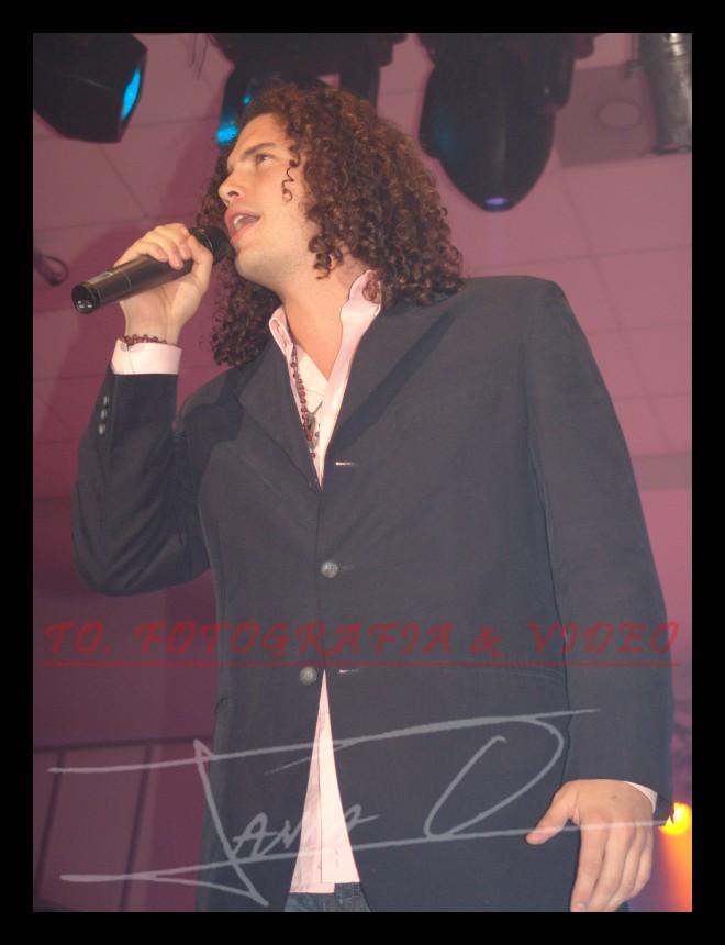 Reina de Cuenca 2007 .- Fausto Miño, deleito a los presentes con su música