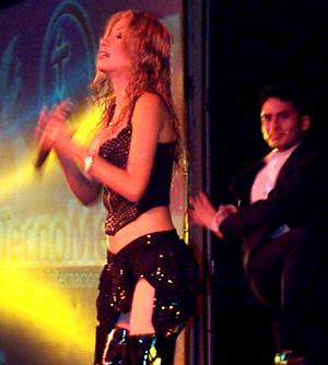 Presentación de Sharon en el Hilton .- Sharon viaja a Italia donde es elegida como una de las cantantes más queridas por los ecuatorianos residentes en ese país