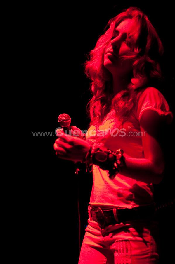 Mirella Cesa .- Nace en Guayaquil, un 18 de Diciembre del 1984. La música, forma parte de su vida desde que empieza a pronunciar sus primeras palabras Paralelamente empieza a escribir, sin saber que mas tarde, pequeños fragmentos, serian el inicio de sus actuales canciones.