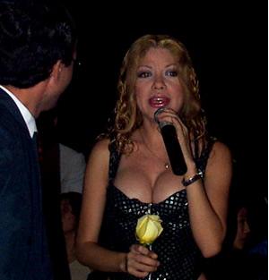Presentación de Sharon en el Hilton .- 'Estuvo en Bolivia donde recibió el premio 'Revelación Internacional del Año'