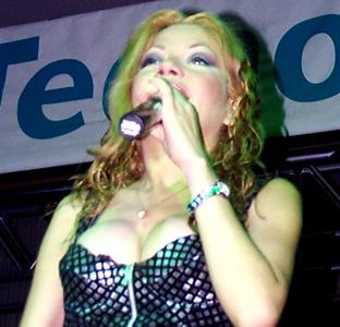 Presentación de Sharon en el Hilton .- 'Empieza el 2001 con su calendario 'Acaríciame 2001', el cual gratuitamente pudo obtener el público'