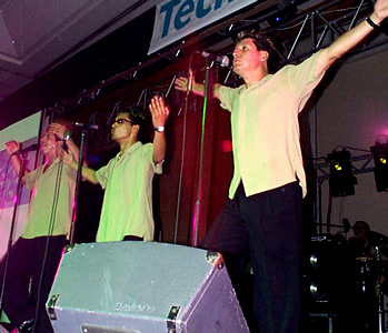 Presentación de Sharon en el Hilton .- La Orquesta Star Band cerró el espectáculo haciendo bailar y disfrturar de su música al público