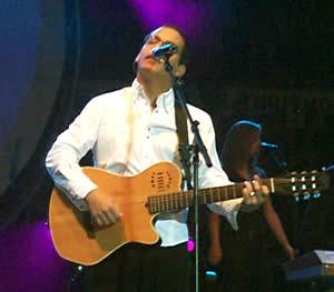 Concierto de Juan Fernando Velasco en Cuenca .- El viernes 5 de marzo, los gritos y la euforia de la gente que asistió a la Plaza de Toros Santa Ana, dieron incio al concierto de Juan Fernando Velasco  en Cuenca