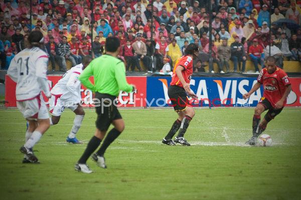 Deportivo Cuenca vs Caracas FC 7 de Mayo del 2009 .- En el estadio Alejandro Serrano Aguilar de la ciudad de Cuenca se realizo el Partido entre Deportivo Cuenca y Caracas FC para los Octavos de Final de la Copa Libertadores de América 2009 donde el equipo colorado derrotó por 2 a 1 al Equipo Venezolano.