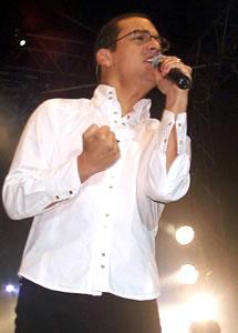 Concierto de Juan Fernando Velasco en Cuenca .- Juan Fernando ha sabido promocionar su música en Colombia y Centroamérica y se ha consolidado como el artista ecuatoriano con mayor proyección internacional