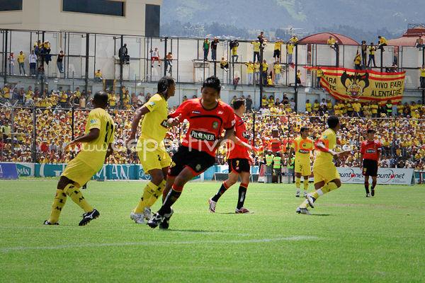 Deportivo Cuenca vs Barcelona 17 de Mayo del 2009 .- El Domingo 17 de Mayo en el Estadio Alejandro Serrano Aguilar se desarrollo el Partido entre El Club Deportivo Cuenca y Barcelona donde los rojos ganarón al equipo torero por la minima diferencia.